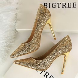 Zapatos bling de la boda del oro online-Vestido Mujer Bombas Moda Tacones altos Boda Bling Mujer Tacones Brillo Mujer Bombas Mujer Zapatos Rojo Oro Plata Estilete