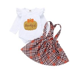 Kleine baby-outfits online-Baby Plaid Rock Sets Kürbis Strampler Halloween Kleine Fliege Langarm Brief Overalls + Plaid Strap Kleid 2 teile / satz Thanksgiving Outfits