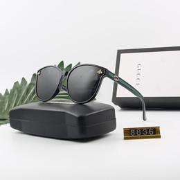 Marca de óculos de sol europeia para mulheres on-line-Marca excelente designer de óculos de sol de alta qualidade moda metal dobradiça óculos de sol estilo europeu homens e mulheres também óculos, com caixa