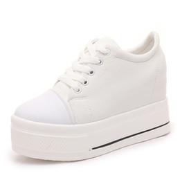 b3445416d Lona Sapatos de Salto Alto Sapatos de Cunha Senhoras Casuais Plataforma  Cunhas Sapatos Mulheres 2019 Chaussure Femme Swing Emagrecimento Sapato  Branco Preto