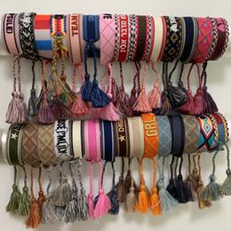 Material de algodón para coser online-cuerda pulsera de lujo del bordado de material con las palabras de coser y D de la marca de la borla de la joyería de la pulsera tejida pulsera de regalo de algodón Amistad