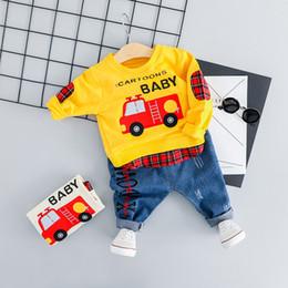 Мальчики джинсы t рубашки брюки онлайн-Baby Boy Casual Car Clothes Set 2019 Новый Весенний Мультфильм Одежда Для Малыша Письмо Футболка + Жан Брюки Наряд