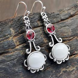e32de9c68ad9 Nueva moda de plata antigua blanco Oval Moonstone cuelga los pendientes del  gancho Rhinestone rojo Pendiente largo Pendientes de boda de la gota  Joyería del ...