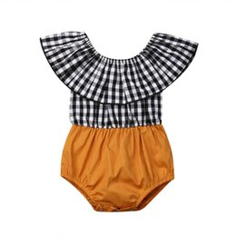 Mameluco negro de un hombro online-Cute Newborn Baby Girl Romper Off-Shoulder Gingham En blanco y negro Tela de una pieza Mono Ropa de verano para niñas bebés