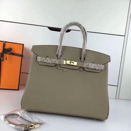 Argentina De alta calidad, 100% H, hecho a mano, hecho a mano, en piel de color negro clásico con bolso de cadena dorada, tamaño de mujer. 30 .35 bolso de cuero de lujo Suministro