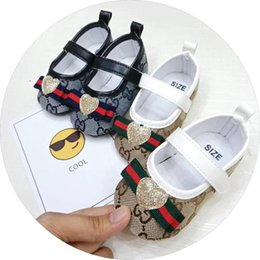 Cravate unisexe en Ligne-Chaussures de bébé de haute qualité fond mou anti-dérapant en cuir chaussure de sport pour Infant Toddler Boys en cuir T-liée chaussures unisexe
