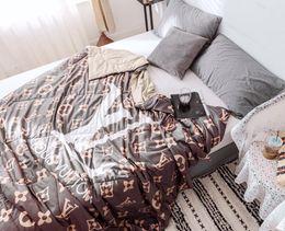 Queen-size-soft-decke online-Blatt Chenille Tagesdecken Wolke Nerz Kunst Prägung blanket200 * 230cm Twin voll Queen-Size-weiche Bettwäsche Bettdecken Blätter Sets