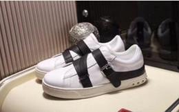buone marche di scarpe da abbigliamento Sconti 2018 nuovo nome di marca superstar moda uomo scarpe casual fatti a mano di buona qualità low cut rivetti neri borchie donne appartamenti scarpe da sera yl18163