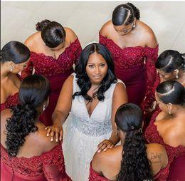 Venta caliente Borgoña vestidos de dama de honor 2019 sudafricanos más tamaño de hombros apliques moldeados mangas largas vestidos de invitados de boda desde fabricantes