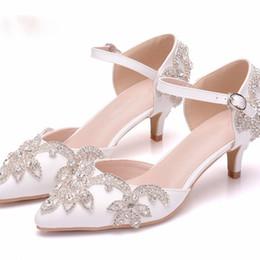 Canada Chaussures de mariage 5cm talon chaton bout pointu cheville sangle sandales talon bas chaussures de robe de mariée plus la taille fille cérémonie d'anniversaire pompes cheap ceremony dresses for girls Offre
