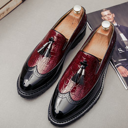2021 homens tassel loafers Capa de Couro para Homens Tassel preguiçoso Shoes Slip On Mens Dress Shoes Wedding Party Formal 5 # 24D50 homens tassel loafers barato