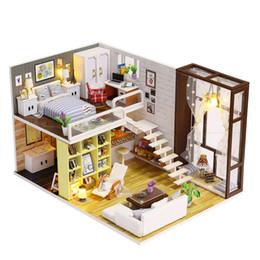 Iluminação em miniatura on-line-iiecreate DIY Casa De Madeira Brinquedo De Madeira Miniatura Casas de Boneca Em Miniatura Casa De Bonecas brinquedos Com Móveis Luzes LED Presente de Aniversário