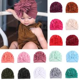 crochet crochet Sconti 21 colori Grande Infant Messy arco dei ragazzi delle neonate cotone cappello a tre Bow Cap Newborn Turbante annodata Beanie caldo Headwrap