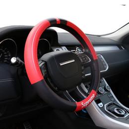conjunto de cables Rebajas Cuero de la PU cubierta del volante del coche universal 38 CM Car-styling Sport Auto volante cubre antideslizante accesorios automotrices