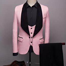 85d1f5b69225a Tuxedos de marié rose 2019 Black Shawl Revel One Button Smokings de mariage  hommes d'affaires formels costumes costume de bal costume trois pièces