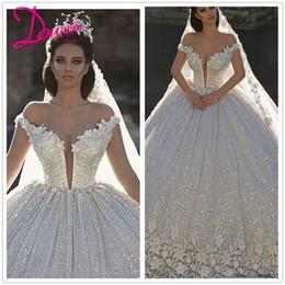 sexy bling blanco vestidos de novia de playa Rebajas 2019 de lujo vestido de bola de la princesa boda vestidos de cristales árabe del hombro mangas de vestidos de boda Vestidos de novia de tren catedral más baratos