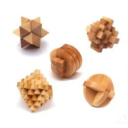 Enigmas de madeira clássicos do jogo da quebra da rebarba dos quebra-cabeças da mente do enigma do IQ brinquedos para crianças dos adultos de