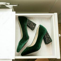 2019 calcanhar glitter borgonha veludo clássico mulher bombas sapatos verde Borgonha stilettos glitter bling bloco sapatos de salto alto mulheres sapatos calcanhar glitter borgonha barato