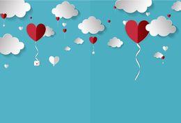 Carte da parati del cuore online-Laeacco Baby Cartoon Red Love Heart Cloudy Party Love Wallpaper Sfondi fotografici Sfondi fotografici Photocall Photo Studio