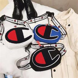 Şampiyonlar Crossbody çanta Erkek Kadın Bel Çantası Fanny Paketi Bağbozumu Nakış Mektup Kemer Göğüs Çanta Ayarlanabilir Bumbag 4 Renk C3157 cheap chest mens bag nereden göğüs mens çantası tedarikçiler