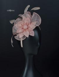 2019 Piccolo rosa pallido sinamay fascinator piuma Copricapo Kentucky Derby gare di nozze doccia nuziale madre della sposa fiore sinamay. cheap pale pink wedding da matrimonio rosa pallido fornitori