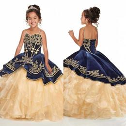 2019 abiti d'oro per le ragazze Abiti Spaghetti Strap arabo velluto blu reale abito di sfera delle ragazze di fiore con Golden Organza di Applique bambini Abiti formali con il nastro indietro