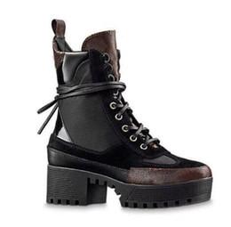 scarponi da lavoro in pelle a buon mercato Sconti progettista Le donne Martin stivali moda fenicotteri Amore sulla medaglia 100% vera pelle ruvida Desert Boot invernali scarpe da donna di lusso in pelle