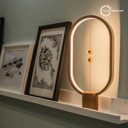 Креативные продукты Smart Home Магнитный баланс Лампа Массивная ночника Romantic LED прикроватный свет глаз Защита Настольная лампа от
