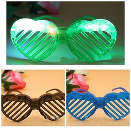 мигающие новинки очки Скидка Новинка вспышки жалюзи очки со светодиодной подсветкой очки светятся в темноте партия очки пластиковые выдалбливают Рождество Хэллоуин Decor1 45cc E1