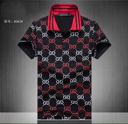 Поворот на поворот онлайн-Новый бренд одежды мужчины ткань полосатый поло вышивка пчелы футболка отложным воротником повседневная женская футболка футболка