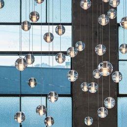 Argentina Bola de cristal de LED Colgante Meteor Lluvia Lluvia Meteorico Ducha Escalera Barra Droplight Araña Iluminación Hanglamp AC110-240V cheap crystal ball ceiling lights Suministro