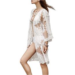 Tops de trajes de baño blancos online-Traje de baño de verano de encaje de crochet playa Bikini Cover Up 3/4 manga mujeres Tops traje de baño vestido de playa blanco túnica de playa camisa