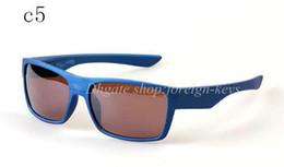 gafas de sol de dos colores Rebajas Las gafas de sol de dos caras de las gafas de sol de la cara del deporte al aire libre de la bicicleta de los hombres a estrenar al por mayor-2018 colorean el color 10pcs / lot.