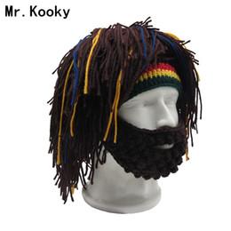 Il cappello della parrucca dell'uncinetto online-Parrucca Mr.Kooky Cappello da barba Berretto Rasta Caveman Bandana Fatti a mano all'uncinetto Gorro Inverno Costume da uomo per Halloween Divertenti Regali di compleanno
