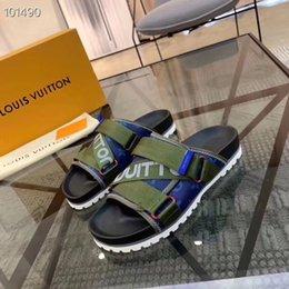 Canada Bonne qualité L Italie conception pantoufles causales hommes lumineux toboggan sandales unisexe en plein air plage tongs 38 45 Offre