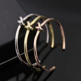 kupfer-namensschilder Rabatt Klassische Markenname hohe Qualität Kupfer Single Twist Knot offenen Armreifen Beschichtung Rotgold / Silber / Gold weiblichen Armreifen