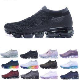 Almofadas de ar on-line-Air mens marca designer sapatos mulheres ao ar livre barato Triplo Preto Branco choque air coxim walking trainers athletic sneakers Sapatos Primeknit