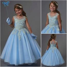 ilusion escote flor chica Rebajas Diseñador al por mayor vestidos de bola azul claro de la muchacha de flor de la ilusión escote redondo botones Atrás F552 vestidos de las muchachas de partido apliques de encaje