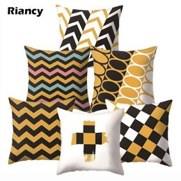 Cojines amarillos blancos online-Amarillo caliente Funda de almohada decorativa Cojín Negro Blanco colorida decoración geométrica para el sofá Throw Pillows Pillowcover 40548-1