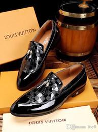 Mejores zapatos de vestir grises online-19ss de alta calidad marcas famosas zapatos mejor calidad de patente zapatos hombres zapatos de vestir zapatos oficiales de cuero suave punto de metal gris