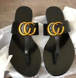 Новые женские дизайнерские сандалии Роскошные шлепанцы из натуральной кожи Металлические цепочки Летняя пляжная обувь Домашняя обувь с коробкой от