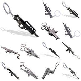 Argentina Venta al por mayor directa de fábrica CF Cross Fire Gun Props Juego de simulación Gun llavero creativo Metal llavero 10 estilos cheap cf keychain Suministro