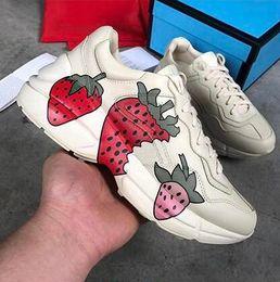 Rhyton Deri Sneaker ile Ağız NY Yankees Kaplan Web Çilek Baskı Klasik Retro Vintage Ayakkabı Kadın Erkek Tasarımcı Dantel Rahat ayakkabı nereden kadın klasik dantel ayakkabıları tedarikçiler