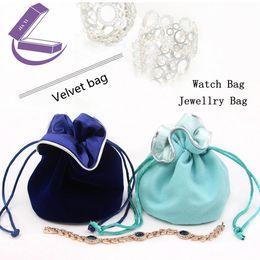 Blauer samt ansehen online-2018 blaue Farbe Kleine Uhr Samtbeutel Neue Schmuck Geschenk Taschen Paket Frauen Armband Fall Halskette Damen Festival Fall B030