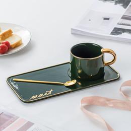 Pequenos conjuntos de ouro on-line-Inglês café copo chá da tarde definir Nordic highgrade pequeno luxo luz cerâmica pintada de ouro com colher pires set xícara de água