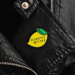 Broche émail au citron de haute qualité LÉGÈREMENT AMER Broches cadeau pour enfants amis Fruits icônes Pin Badge Bouton épingle de revers pour vêtements cap sac ? partir de fabricateur