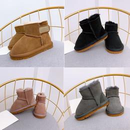 Мягкая обувь розовый ребенок онлайн-Новорожденный Baby Girl Winter Boots Каштан Черного Серая Розовый Shearling замша шерсть снег малыши Fur Boots мягкая подошва Шпаргалка обувь пинетка Prewalker