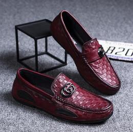 Zapatos mocasines de verano para hombre online-NUEVO hombre de la marca de zapatos de cuero auténtico hombre del diseñador de los zapatos de conducción de lujo los hombres de moda los zapatos del verano suaves mocasines hombres mocasines S65