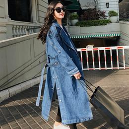 дамские длинные джинсовые куртки Скидка Длинные джинсы Женская одежда 2019 SpringBelt Талия пролитой кнопки Подол куртка с полным рукавом Женская мода джинсовая длинное пальто