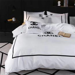 2019 fogli di regali di rosa Set di biancheria da letto matrimoniale bianco Queen Size Nuova moda di qualità Completo da letto in cotone Abito da ricamo Design X Lettera Completo da letto